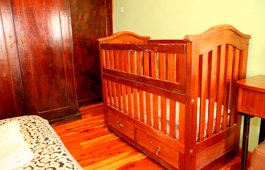 Cottage baby cot